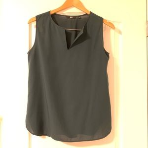 UNIQLO easy care sleeveless blouse